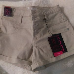 New w/tags No Boundaries Beige Mortise Shorts